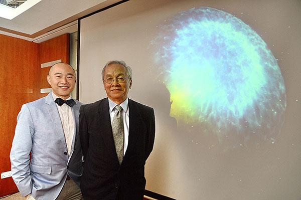 香港中文大學亦有份參與「LIGO」探測重力波的工作。圖為負責領導香港研究團隊的中大物理系助理教授黎冠峰(左),以及有份參與觀測的台灣國立中央大學天文研究所講座教授葉永烜(右)。(宋碧龍/大紀元)