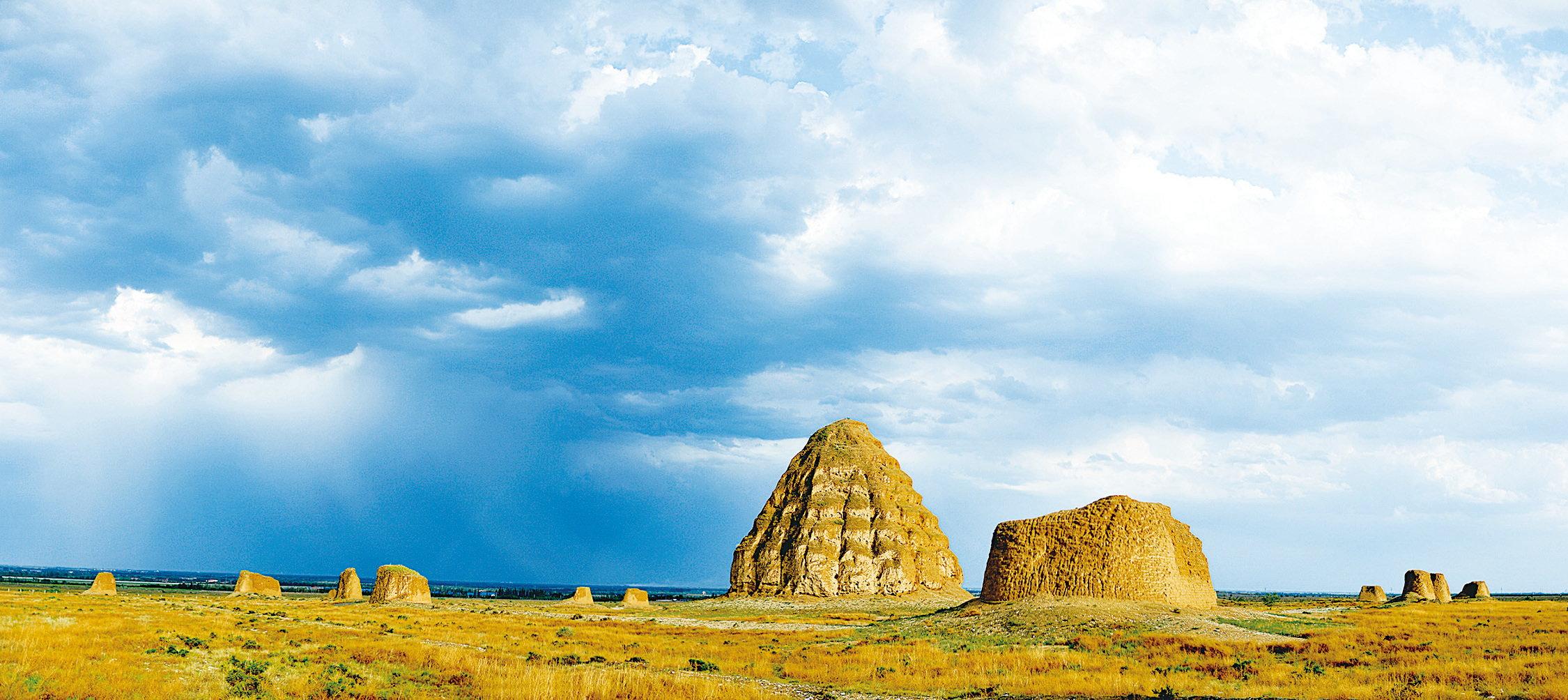 被稱為東方金字塔的西夏王陵。(網絡圖片)