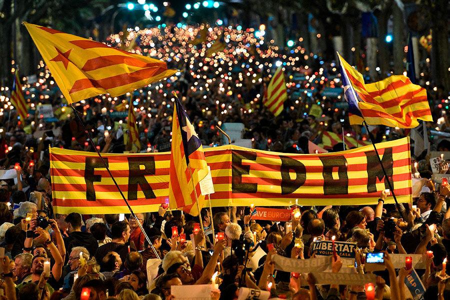 獨派領袖被關 廿萬人走上巴塞隆拿街頭