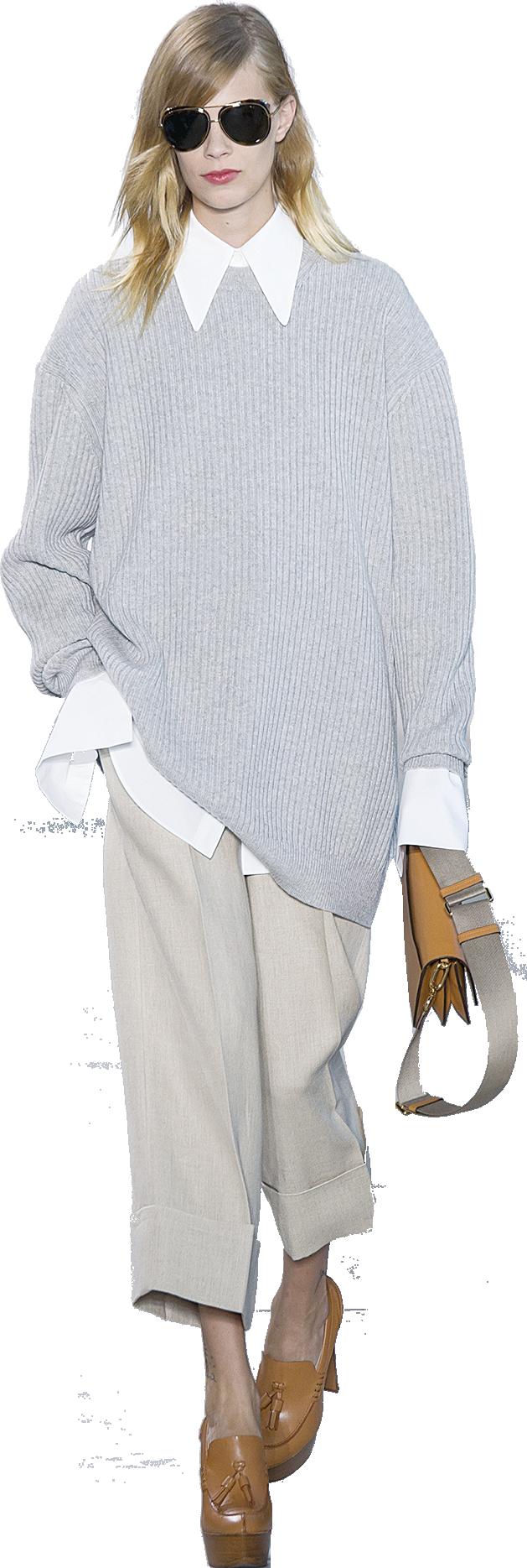 灰色寬鬆款式的冷衫看似普通但絕不平凡。內襯襯衫,造型更有層次感。(Getty images)