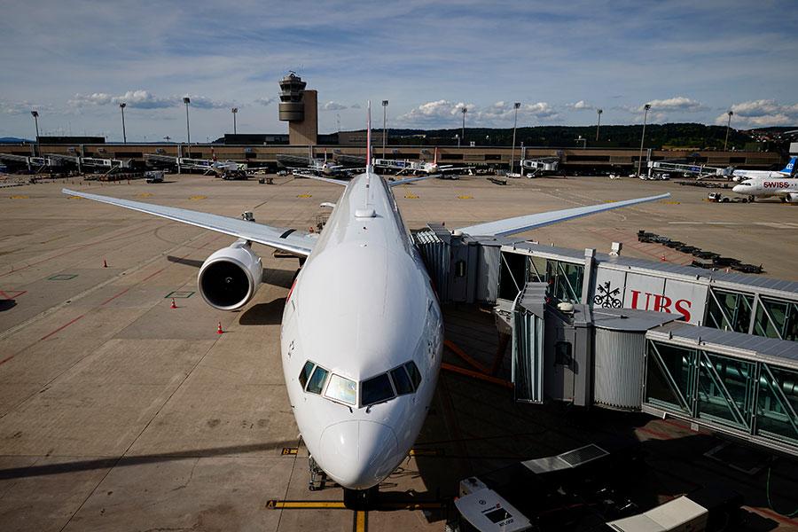 加拿大龐巴迪(Bombardier)公司旗下C系列客機的CS 100型號。(MICHAEL BUHOLZER/AFP/Getty Images)