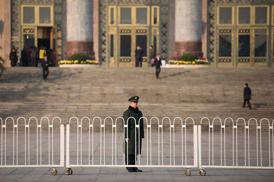 中共十九大上,習近平陣營的人馬至少有13人進入中共政治局,長期佔據絕對優勢江派勢力卻寥寥無幾。(Ed Jones/AFP/Getty Images)