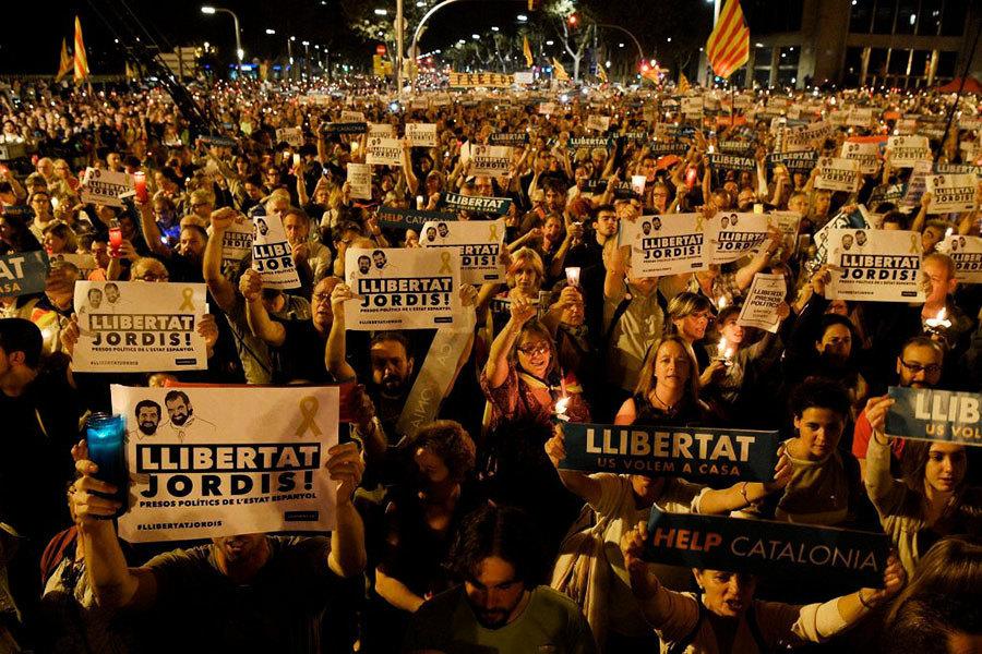 西班牙周六起暫停加泰自治權