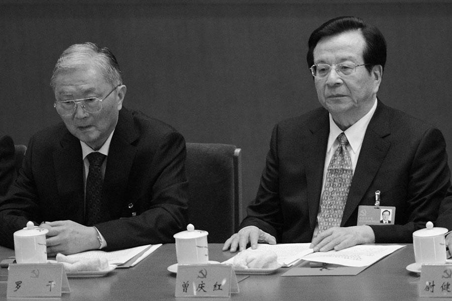 北京反腐消息可不只讓前重慶首富羅韶宇一人緊張,還有他背靠的羅干(左)。(GOH CHAI HIN/AFP/Getty Images)