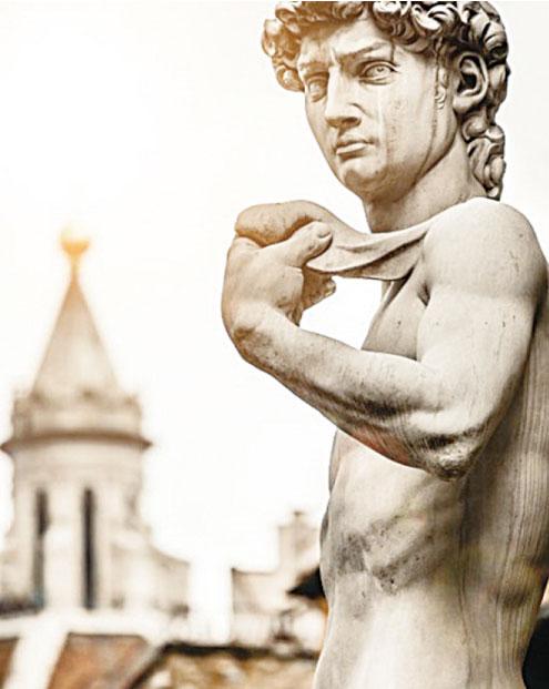 大衛像是米高安哲羅於1501至1504年間用一塊白色大理石雕刻而成。(shutterstock)