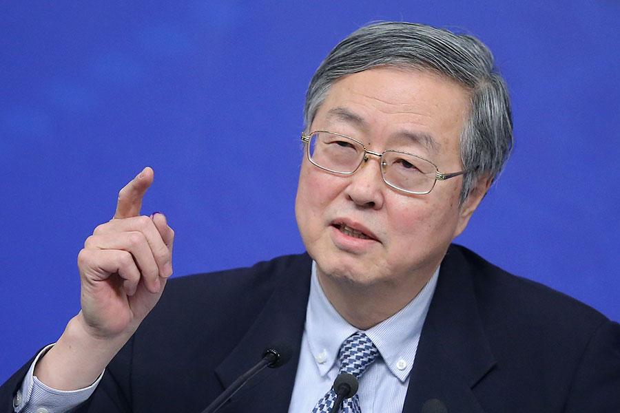 中共央行行長在「十九大」期間,以異常嚴厲的措辭警告過度債務和投機性投資的風險,警告中國快速增長的經濟可能面臨「明斯基時刻」。(Feng Li/Getty Images)