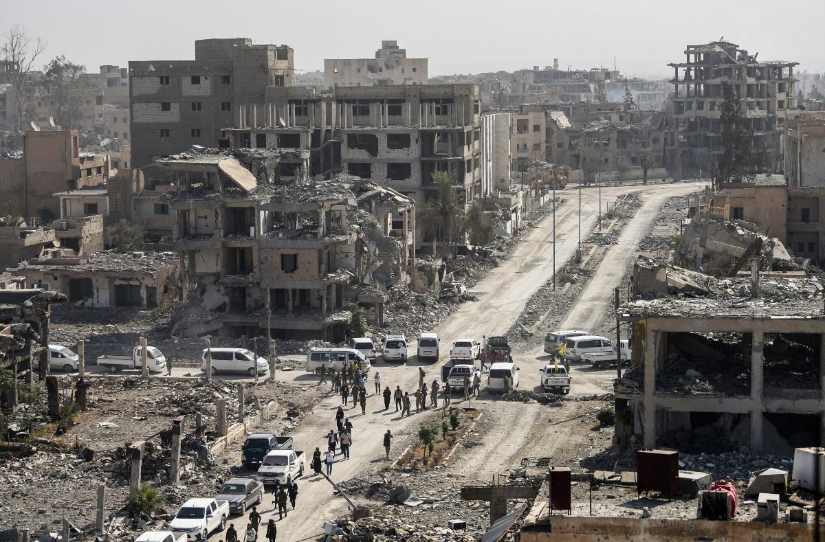 周五(10月20日),庫爾德人領導的「敘利亞民主軍」(SDF)發表聲明收復伊斯蘭國(IS)大本營拉卡。(BULENT KILIC/AFP/Getty Images)