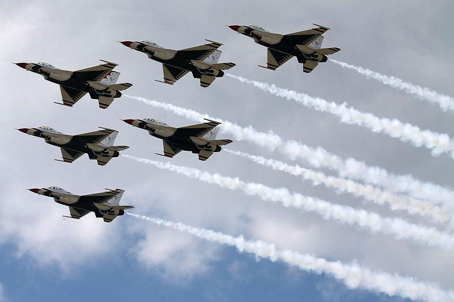 在特朗普總統簽署行政令、以解決五角大樓所說的「飛行員嚴重短缺」的問題之後,美國空軍可以召回最多1,000名退休飛行員。(Mark Wilson/Getty Images)