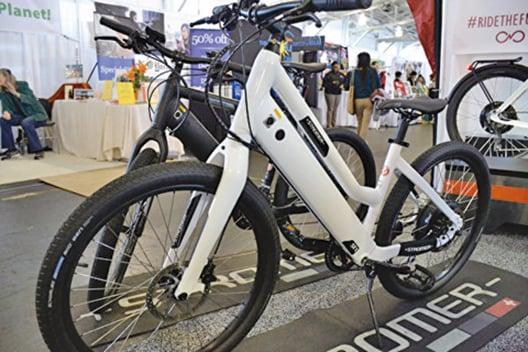 展會上的電動單車。(楊帆/大紀元)