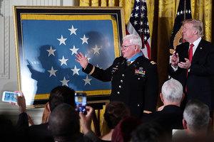 越戰老兵冒死救治五十傷兵 獲特朗普頒榮譽勳章