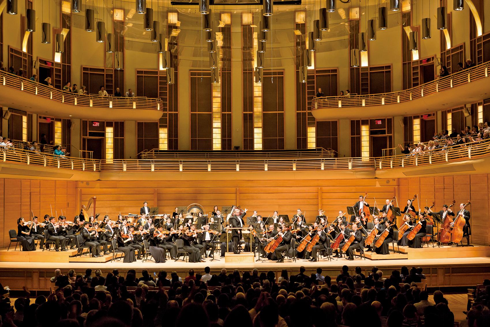 神韻交響樂團於10月22日在華府近郊斯特拉斯莫爾音樂中心演出。(李莎/大紀元)