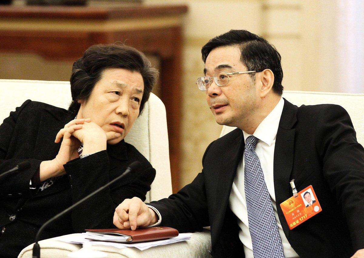 10月14日,中共通報原司法部長吳愛英(左)落馬。和很多落馬被查的中共官員一樣,吳愛英積極追隨江澤民迫害法輪功。(大紀元資料圖片)