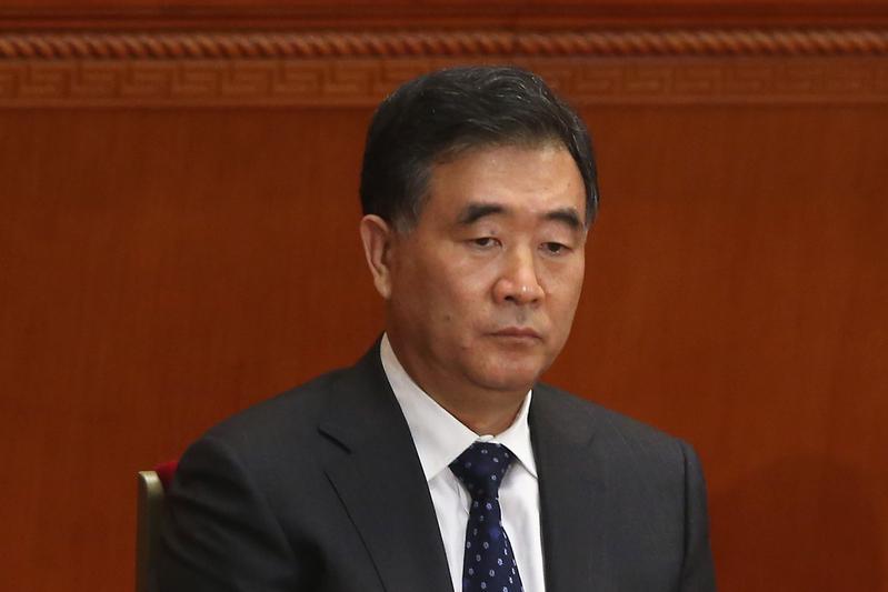 中共十九大產生的新一屆中央政治局七名常委中,汪洋排名第四,按慣例將接任中共全國政協主席。(Feng Li/Getty Images)