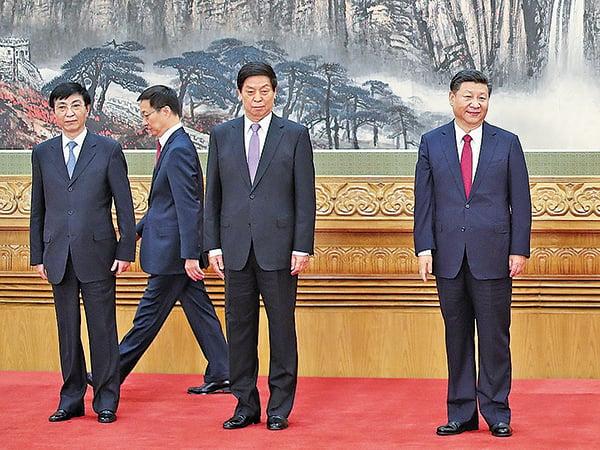 有江派背景的上海市長韓正(左二)雖然「入常」,但有評論認為與「十八大」後格局相比,江派勢力已淪為不重要的角色。(Getty Images)