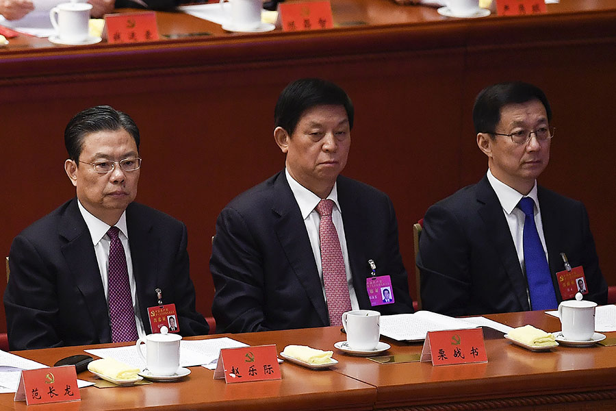 趙樂際(右三),栗戰書(右二),韓正(右一)在十九大閉幕儀式上。(WANG ZHAO/AFP/Getty Images)
