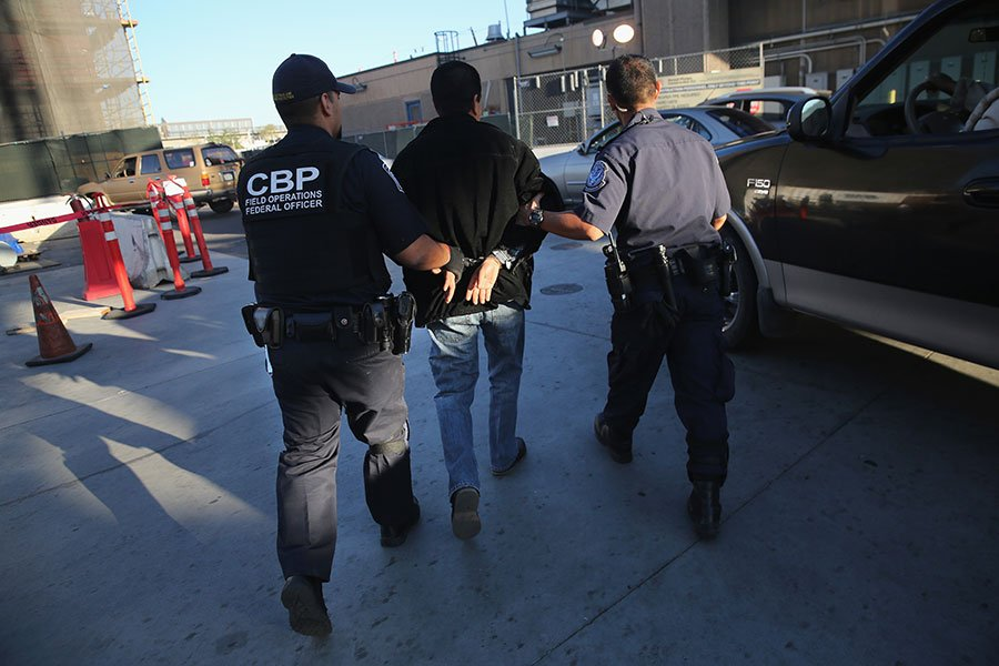 2017年自美墨邊境非法入境的人數將降到45年來低點,CBP代理局長將此歸功於總統特朗普的移民政策。(John Moore/Getty Images)