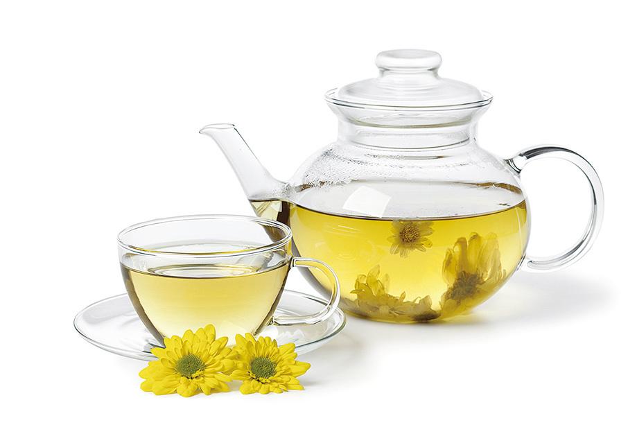 對於有高血壓、急躁易怒的人,秋季可來杯菊花茶。(Fotolia)