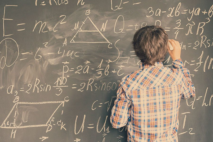 德國柏林的一對兄弟馬克西姆和拉斐爾,為學生研發了一款手機App應用Math 42,可以讓學生更容易理解複雜的數學公式,解答數學問題。(iStock.com/neirfy)