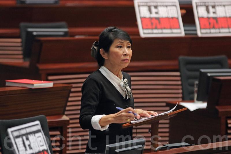 立法會討論政府無約束力議案時,毛孟靜突然提出中止待續議案。(蔡雯文/大紀元)
