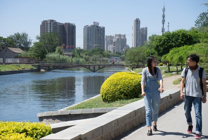 中共十九大後,10月26日,中共社科院發佈報告稱,預計未來一年,中國房價穩中有降。但官方此說引發網民不滿。圖為北京。(大紀元資料室)