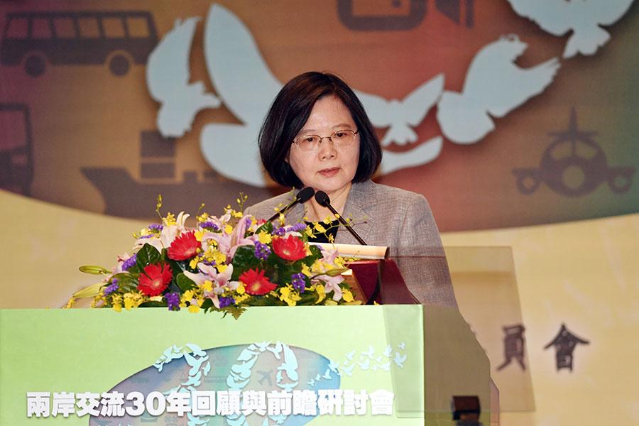 中共十九大閉幕,台灣總統蔡英文(圖)26日表示,兩岸的領導人應秉持圓融中道的傳統政治智慧,為兩岸人民創造長久的福祉。(中央社)