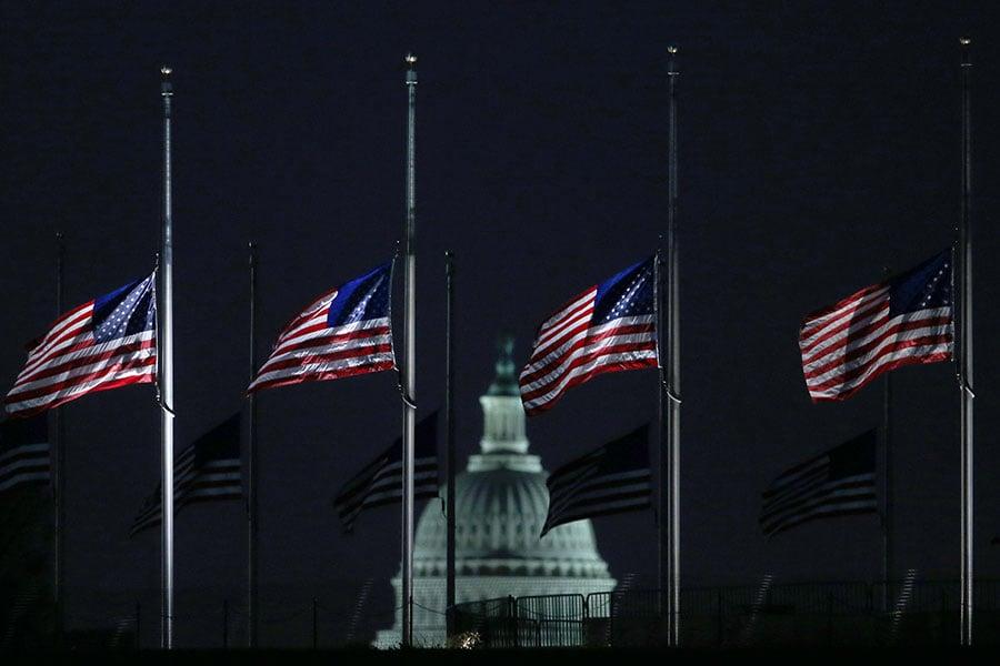 甘迺迪遇害50周年,白宮降半旗。(Mark Wilson/Getty Images)