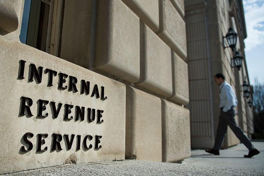 美國總統特朗普星期四(10月26日)任命財政部助理部長大衛.考特(David Kautter)出任國稅局(IRS)代理局長。(ANDREW CABALLERO-REYNOLDS/AFP/Getty Images)