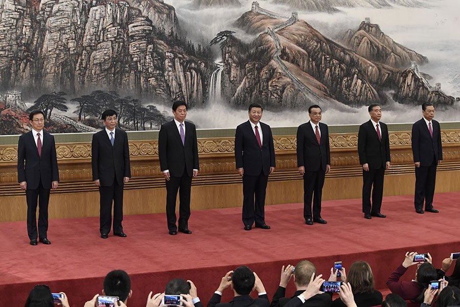 中共十九屆中央政治局七常委中,目前只有汪洋(右二)和韓正(左一)的兼職還不明朗,需到明年全國兩會時才能揭曉。(WANG ZHAO/AFP/Getty Images)