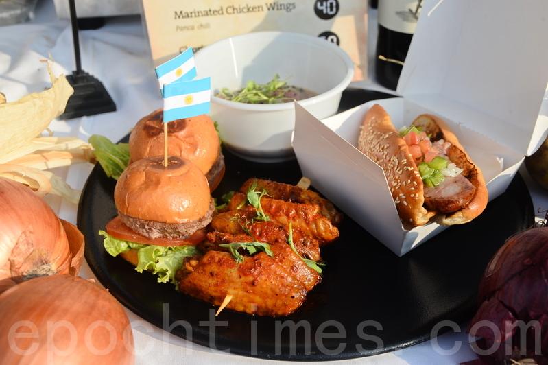 來自南美洲的拉丁美洲美食今年第3年參展,將阿根廷Tango及Braza的特色牛排等美食帶入會場。(宋碧龍/大紀元)
