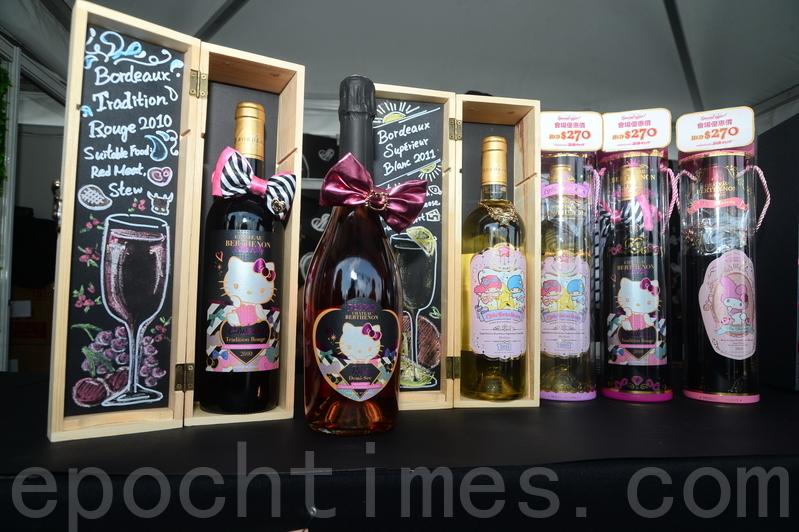 首次參展的 LE VIN MIGNON特為香港市場生產限量版玫瑰氣酒,將Hello Kitty精品禮品概念融入酒品包裝中。(宋碧龍/大紀元)