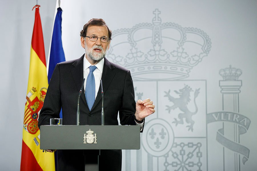 西班牙總理拉霍伊(Mariano Rajoy)10月27日在馬德里舉行特別內閣會議後,在新聞發佈會上發表講話。(Pablo Blazquez Dominguez / Getty Images)