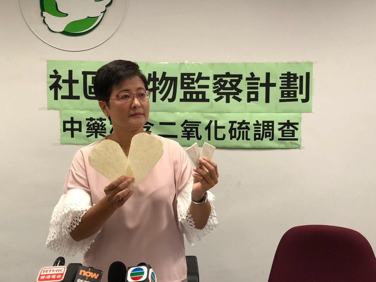 民主黨調查發現,8個中藥材樣本二氧化硫含量超出大陸《中國藥典》的標準,其中一個當歸片樣本更超標10.8倍 。(民主黨提供)