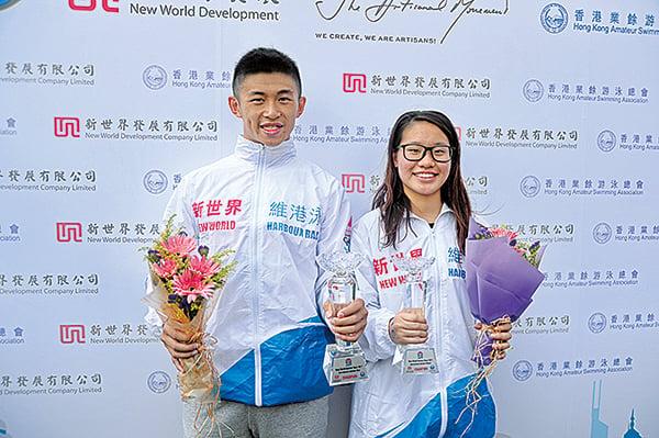 國際組男女子組冠軍為潘正亮(左)及黃靖琳(右),成績分別為11分18秒5及11分45秒1。(宋碧龍/大紀元)