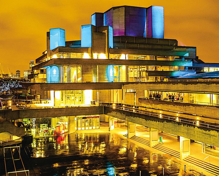 探訪英國皇家國家劇院  品嚐美味下午茶