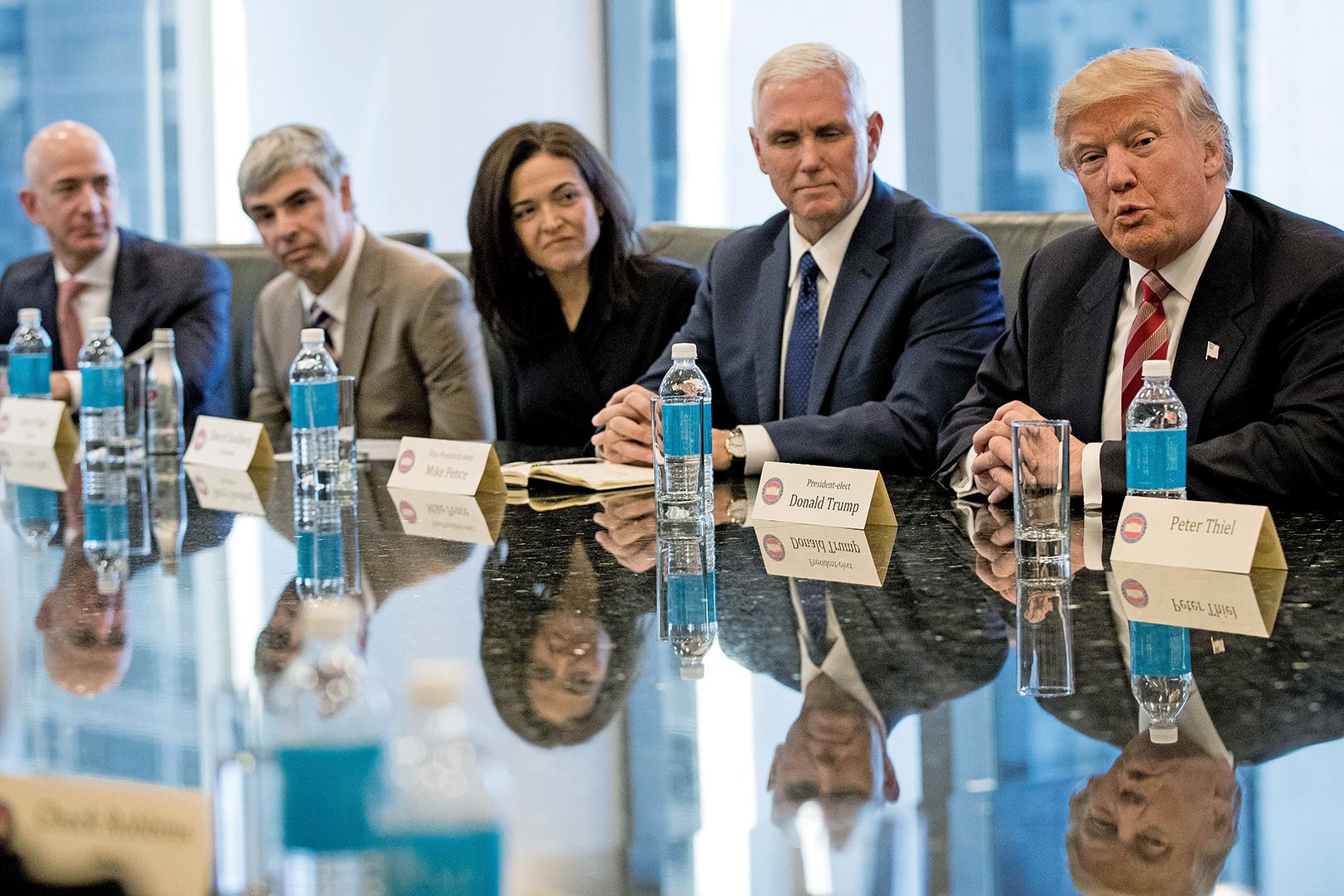 2016年12月14日,特朗普在當選美國總統後,首次在紐約會見美國科技界領袖,討論美國就業及勞工發展等話題。(Getty Images)