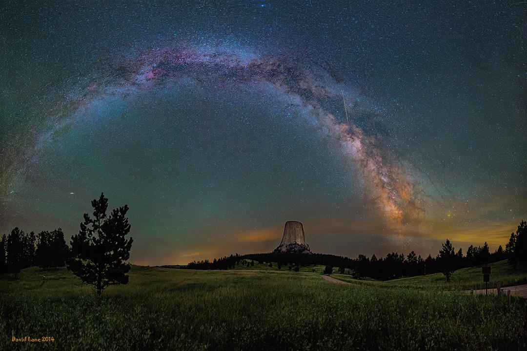 夜空中看到的銀河。(NASA)