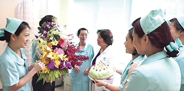 康復一年後,阮清泰醫生接受採訪。(新唐人電視台影片截圖)