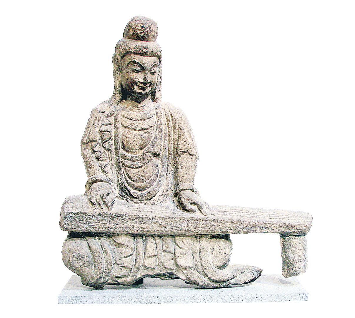 北魏時代的撫琴石佛像,出土於山西,藏於巴黎吉美國立亞洲藝術博物館。(公有領域)