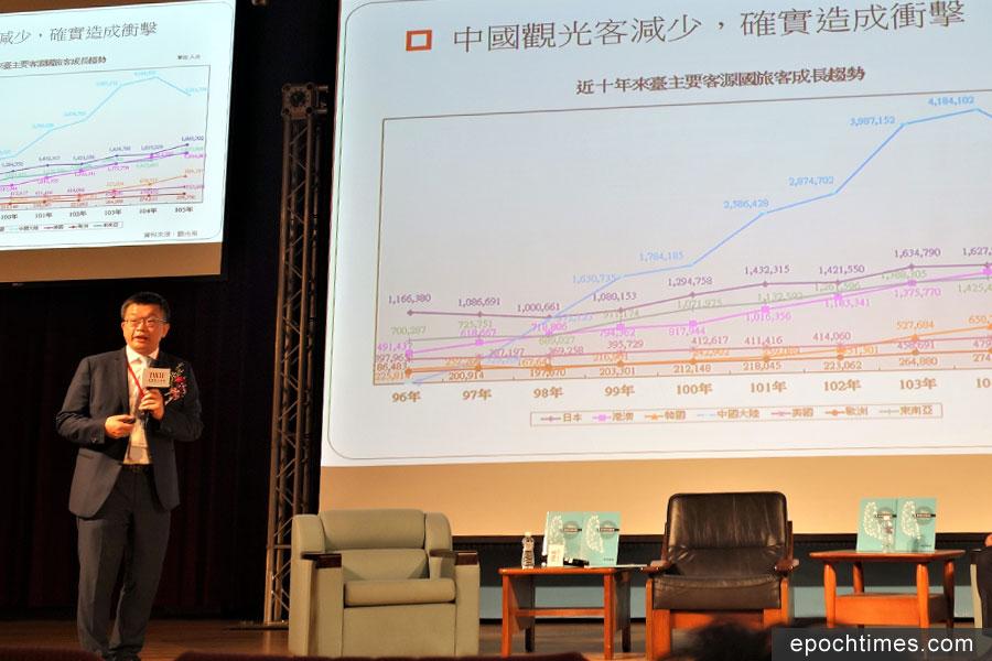 立院副院長蔡其昌(左一)指出,今年1-8月東南亞觀光市場平均成長三成八,其中越南來台旅遊人口成長超過一倍。(黃玉燕/大紀元)