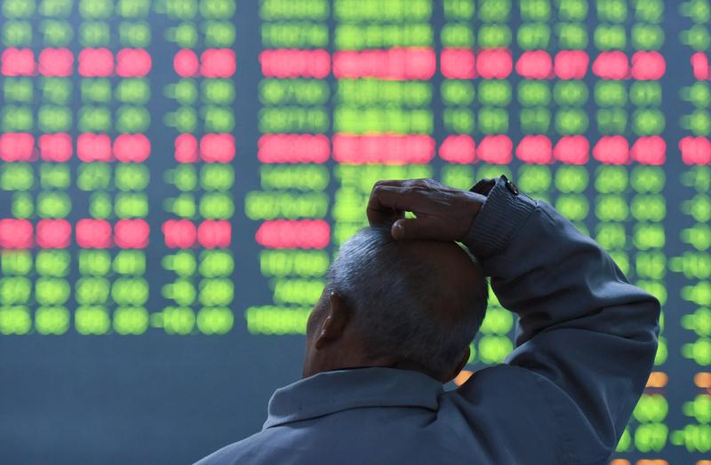 10月30日,大陸股市三大指數一起下跌,滬指跌下3400點。(CHINA OUT/AFP/STR)