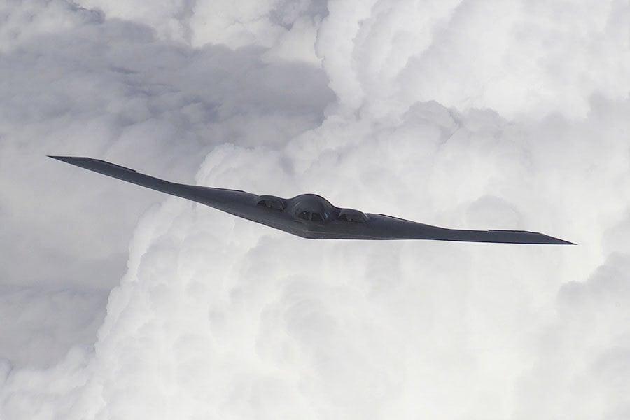 特朗普亞洲行前 美派可攜核彈頭B2隱形機