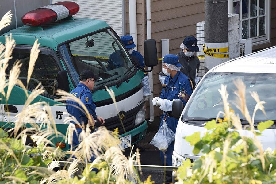 日本警方在神奈川縣一處公寓內意外發現9具屍體,其中包括兩顆頭顱。(TORU YAMANAKA/AFP/Getty Images)