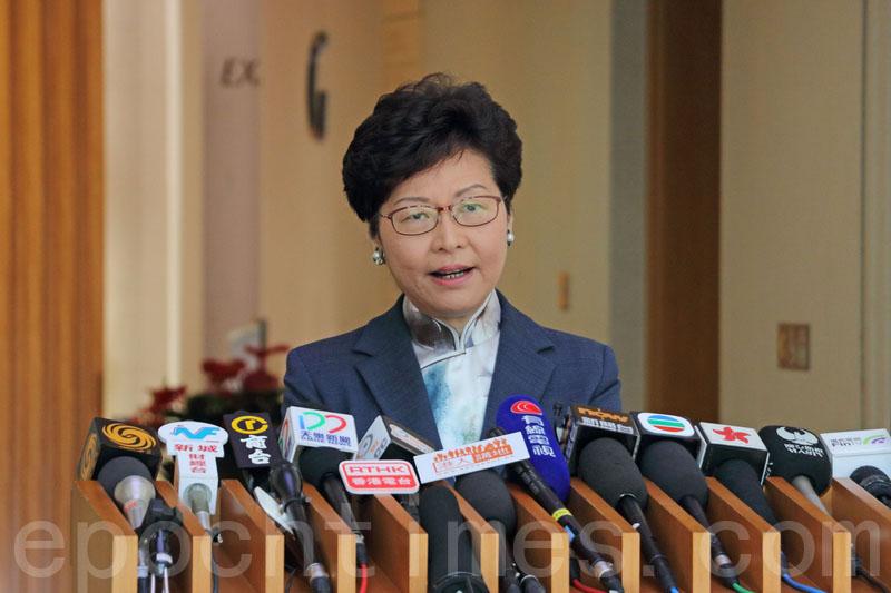 林鄭月娥昨早出席行政會議前,就上周接受傳媒訪問時提出「80萬出租公屋單位」論,引起大眾焦慮致歉。(蔡雯文/大紀元)