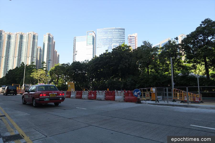 深水埗長沙灣道與荔枝角道之間的興華街部份路面遭圍封超過20年。(陳仲明/大紀元)