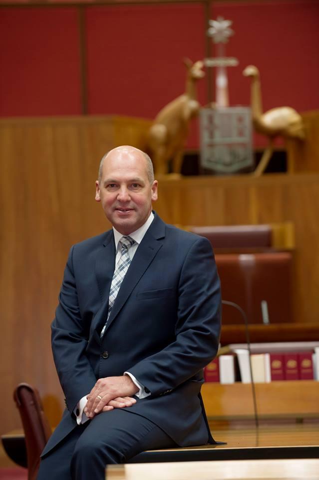 澳洲參議院議長帕里(Stephen Parry)也可能擁有雙重國籍。(Facebook圖片)