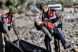 難民船又翻覆 恐400人命喪地中海