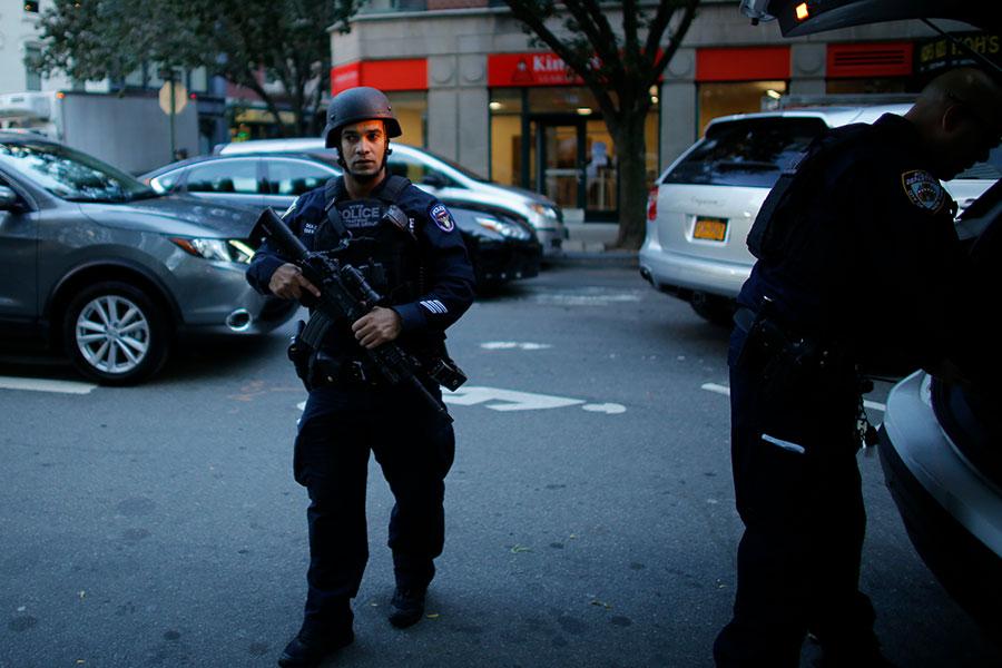 紐約警方表示,攻擊嫌疑人在離開汽車後高喊伊斯蘭口號。警方認為曼哈頓下城的貨車撞人事件是蓄意行為。(Kena Betancur/Getty Images)