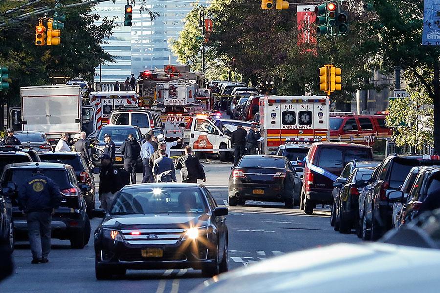 周二(10月31日),紐約曼哈頓發生貨車衝撞人群事件。當局表示,有八人在事件中死亡。紐約市長表示,這是一宗恐怖(主義)事件。(Kena Betancur/Getty Images)