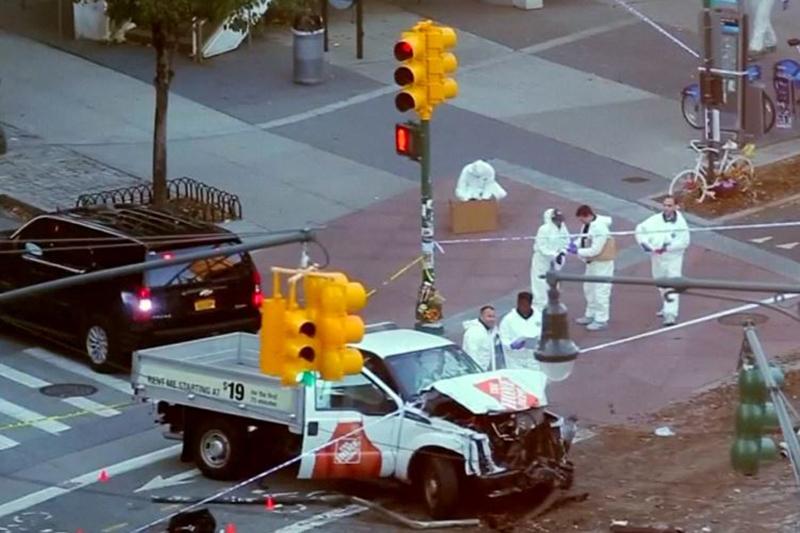 疑犯駕駛的白色貨車。(視像擷圖)