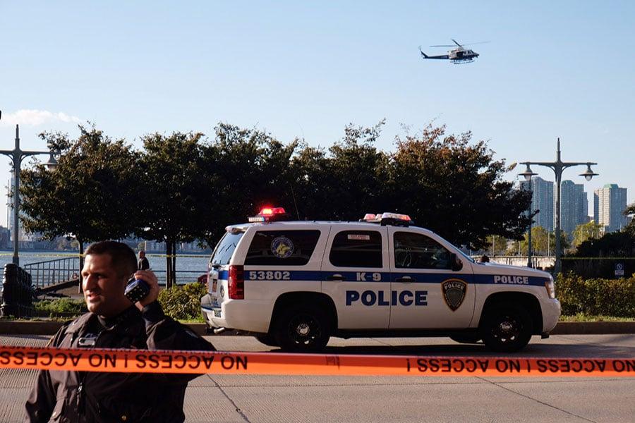 周二(10月31日),在曼哈頓下城世界貿易中心附近發生貨車撞人事件,造成8人死亡、12人受傷。(Andy Kiss/Getty Images)